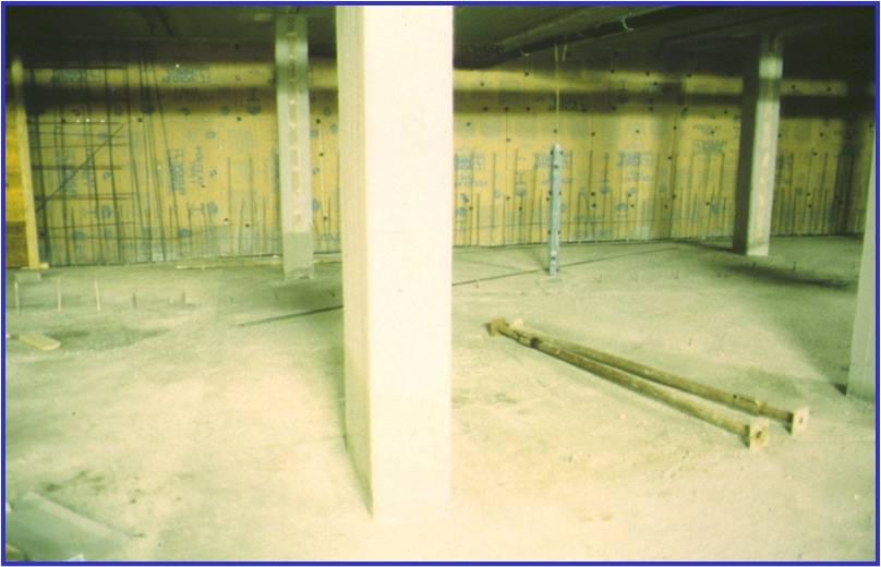02E - Dopo il getto della platea di controspinta si è proceduto ad impermeabilizzare la paratria posta sul perimetro