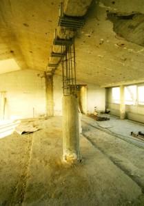 07A - fase di demolizione di un pilastro
