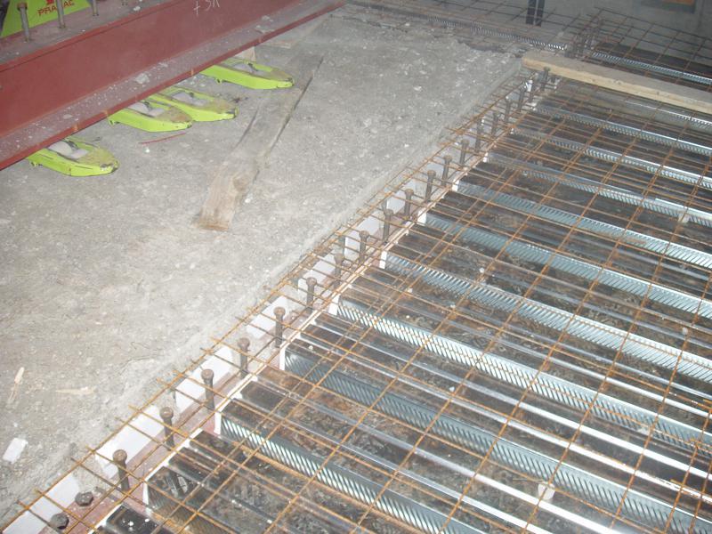 12C - Getto seconda porzione del solaio del foyer in acciaio-calcestruzzo con pioli tipo Nelson