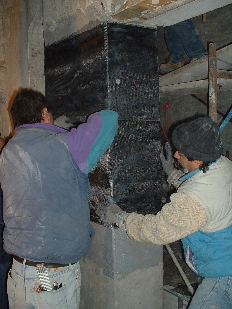 12G - Formazione di un pilastro da una muratura; confinamento con telo in fobra di carbonio e resina bicomponente