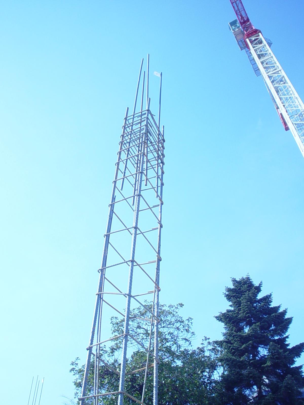 13C - Armatura pilastri con in evidenza le riprese in un restringimento di sezione