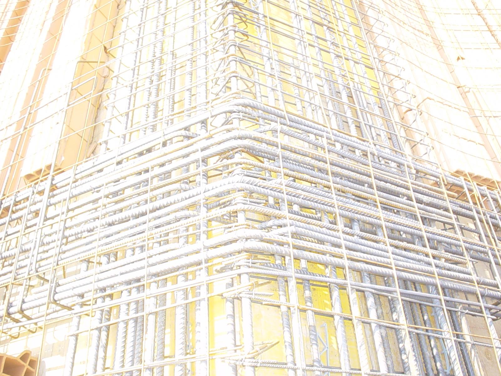 13D - trave perpendicolare al colmo di una copertura inclinata