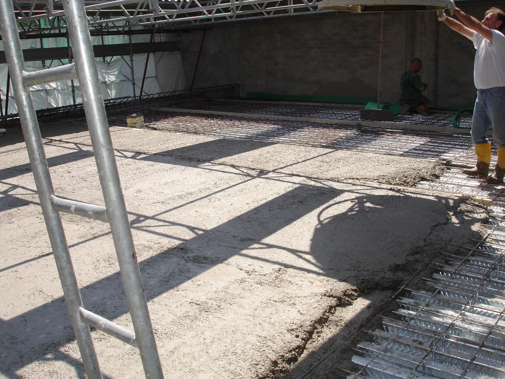 15O - Posa della lamiera grecata bugnata e getto di completamento del solaio di copertura
