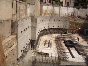 19C - si realizza la seconda porzione di muro con la tecncica della sottomurazione e dopo la posa di un secondo ordine di tiranti si completa lo scavo