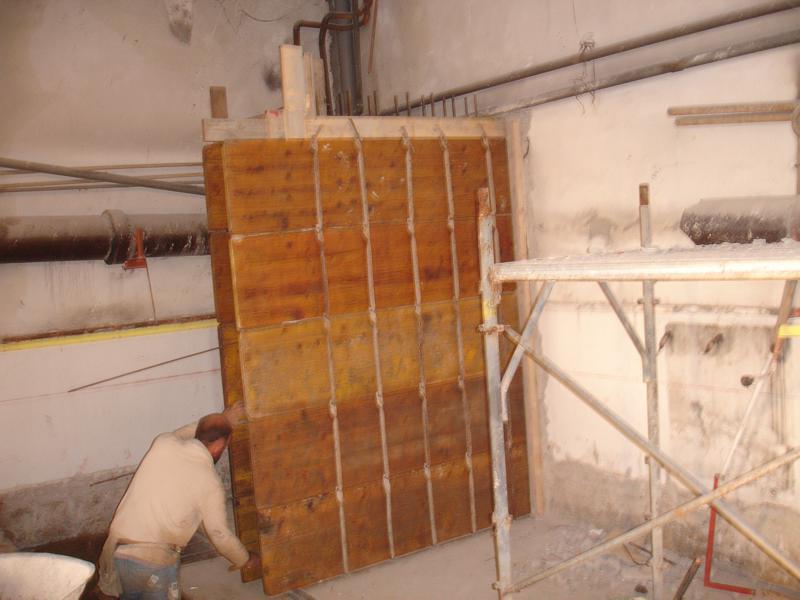 21B - Vengono costruiti setti fondandoli sulla porzione di platea realizzata