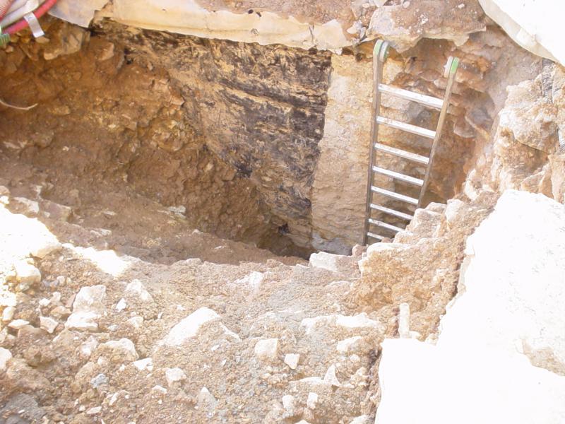 24C - Accostamento di  di nuova e vecchia struttura e manto impermeabile di pareti contro terra discontinuo e degradato