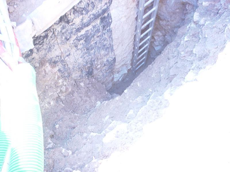 24D - Ancora accostamentodi  di nuova e vecchia struttura e manto impermeabile di pareti contro terra discontinuo e degradato